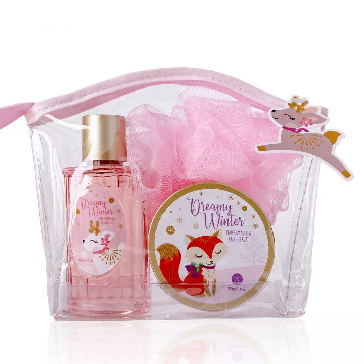 Kylpysetti meikkipussissa, sisältää 150 ml suihkugeeli, 70 g kylpysuola, 15 g pesusieni, tuoksu: vaahtokarkki.