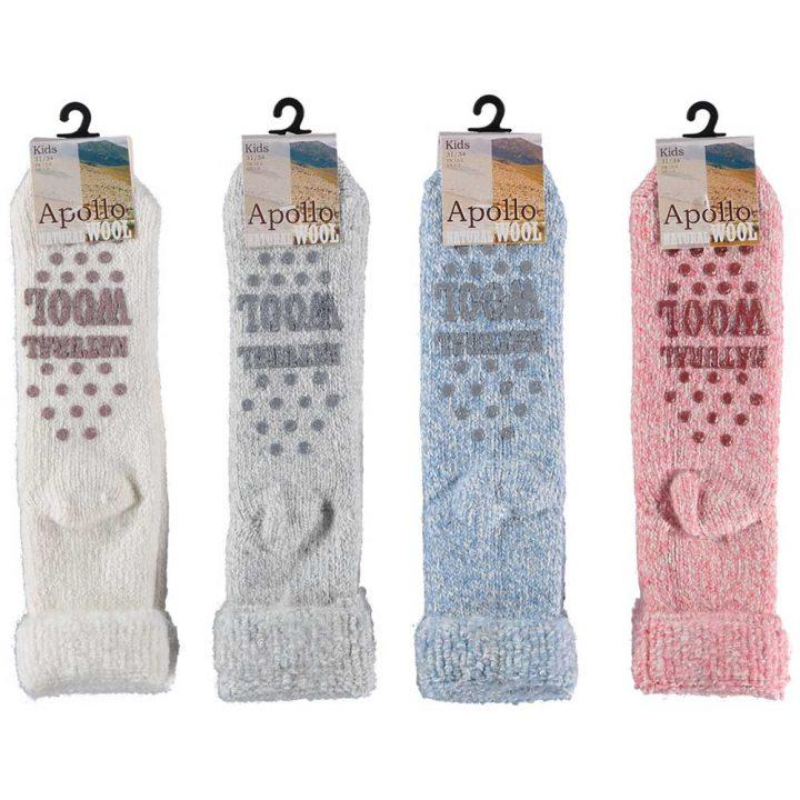 Ihanan lämpimät ja pehmeät sukat lapsille. Mukavissa sukissa on luistamaton pohja, neljä eri värivaihtoehtoa ja kolme kokovaihtoehtoa.