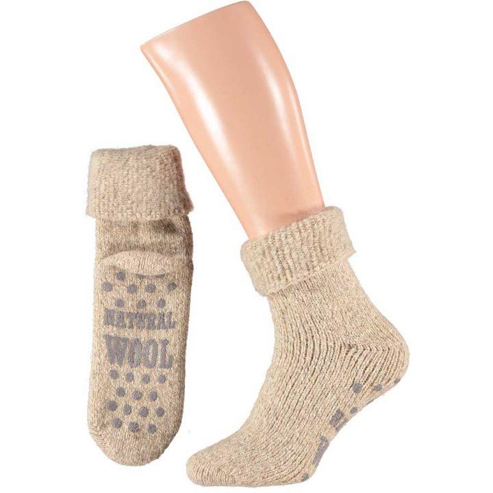 Lämpimät ja pehmeät sukat miehille. Mukavissa sukissa on luistamaton pohja, neljä eri värivaihtoehtoa ja kaksi kokovaihtoehtoa. Väri: beige.