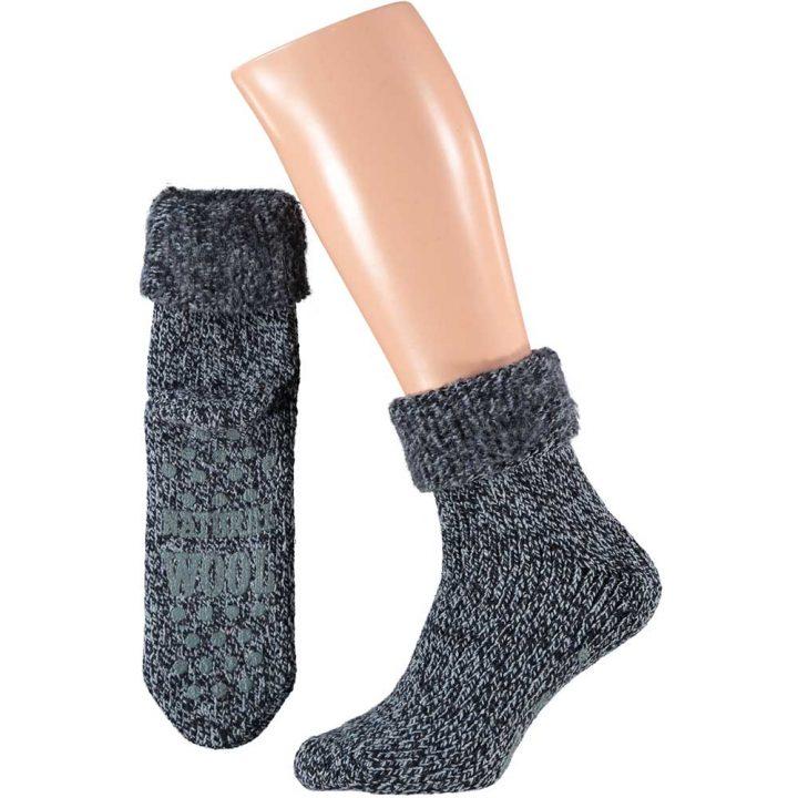 Lämpimät ja pehmeät sukat miehille. Mukavissa sukissa on luistamaton pohja, neljä eri värivaihtoehtoa ja kaksi kokovaihtoehtoa. Väri: sininen.
