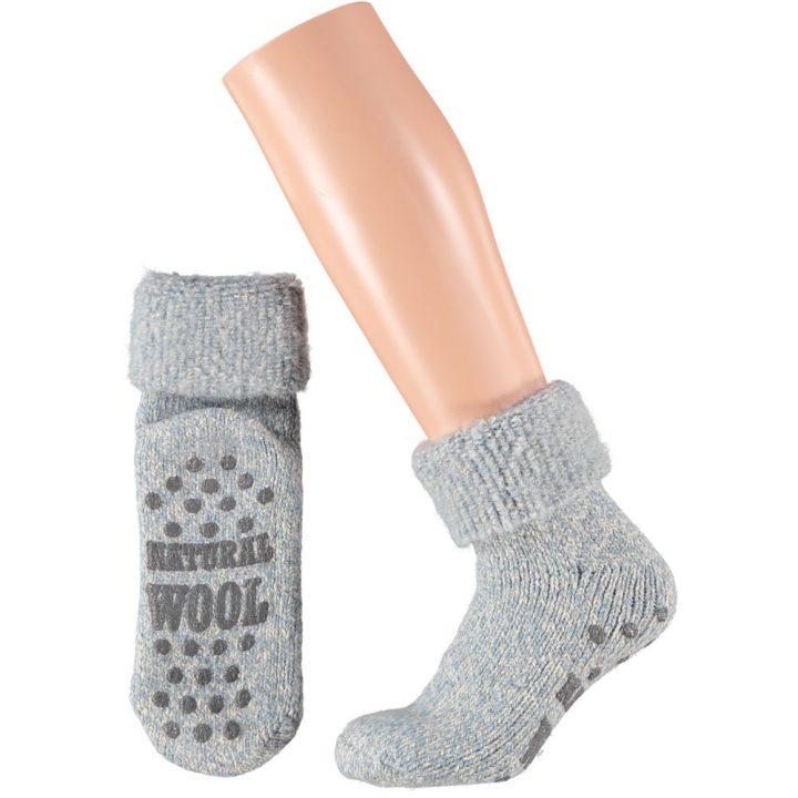 Ihanan lämpimät ja pehmeät sukat naisille. Mukavissa sukissa on luistamaton pohja, neljä eri värivaihtoehtoa ja kaksi kokovaihtoehtoa. Väri: Harmaa.