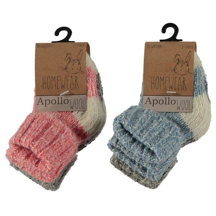 Suloiset villasukat vauvoille. Nämä mukavat ja pehmeät sukat ovat kahden parin pakkauksessa. Värit: Sininen/Harmaa, Punainen/Harmaa.