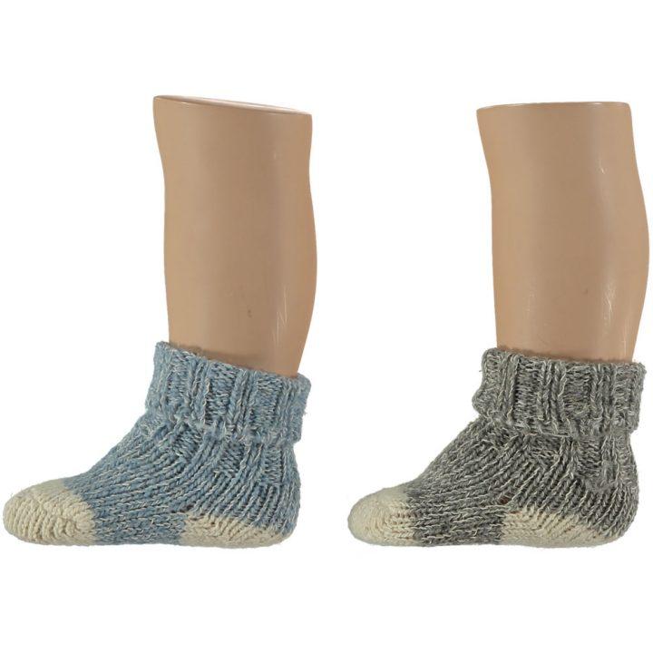Suloiset villasukat vauvoille. Nämä mukavat ja pehmeät sukat ovat kahden parin pakkauksessa. Värit: sininen ja harmaa.